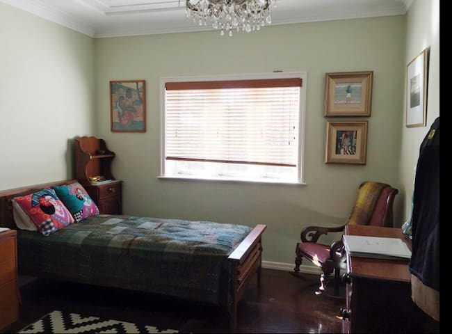 Room in huge family home - Ashgrove - Casa