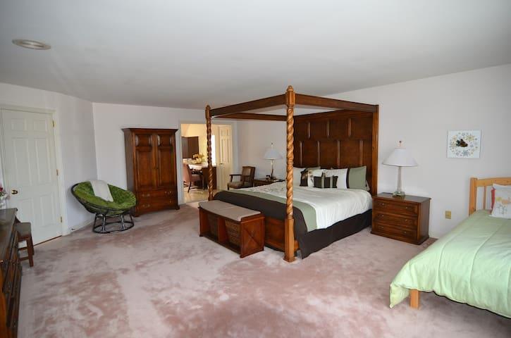 Princeton area Tudor Mansion to Host your events - Robbinsville - Casa