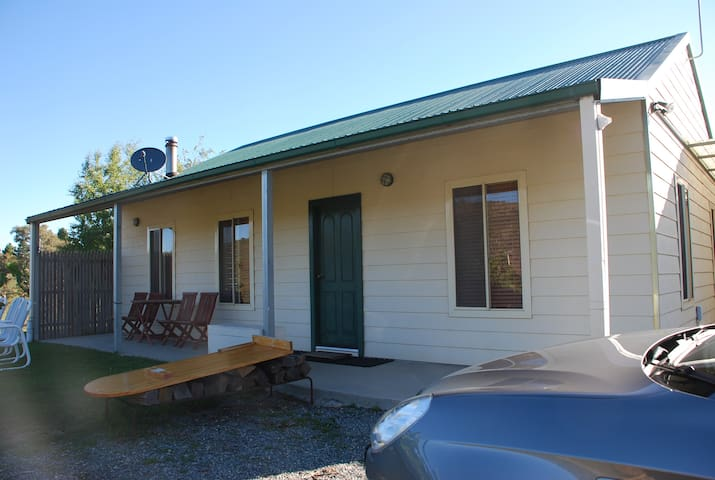 2 bed rooms cabin in rural areas - Wamboin