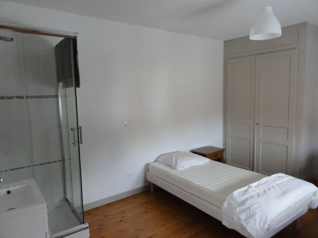 Chambre meublée avec cuisine équipée - Santes - Casa