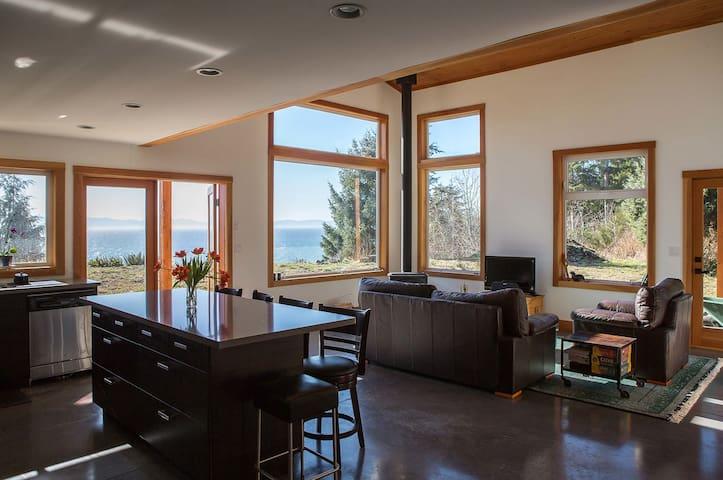 West Coast Oceanfront Home - Jordan River - Huis