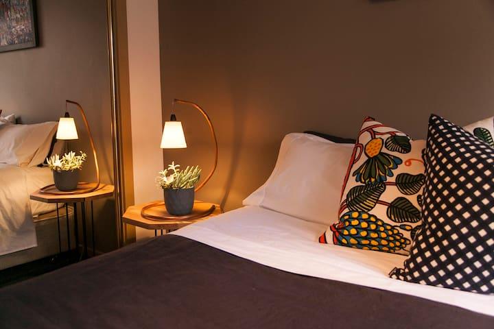 Comfortable Quiet Room - Belmont - Bed & Breakfast