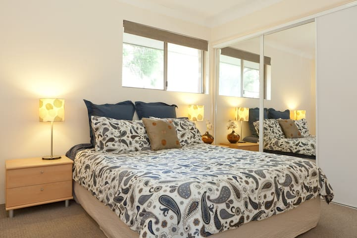 Close to Airport/CBD, own bathroom - Clayfield