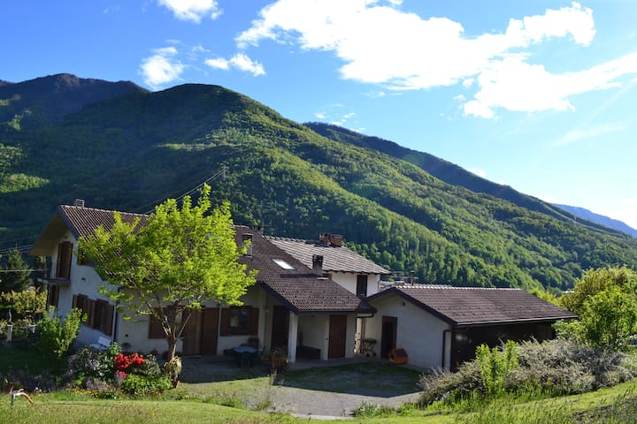 Beautiful house in the mountains 4b - Castelnuovo-combalere - 一軒家