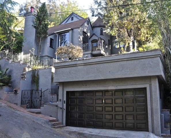 Rock + Roll Museum in Hollywood Hills Castle - Los Angeles - Hus