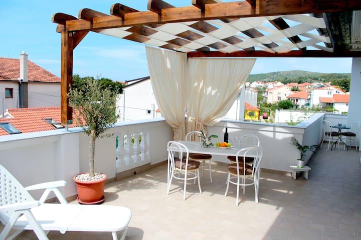 Apartment 4 Juricev 100 m to the beach and center - Vodice - Apartmen