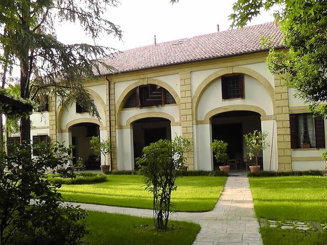 Barchessa di Villa Benedetti Tomé - Trebaseleghe - Villa