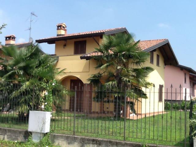 La Casa della Barbie.Lago Maggiore-Malpensa - Pombia - Villa