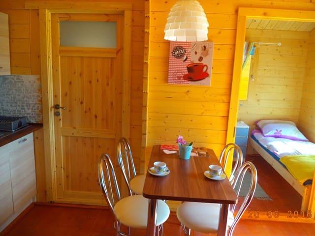 """Domki nad morzem """"Fajne Nocowanie"""" domek nr 1 - Sianożęty - Casa de huéspedes"""
