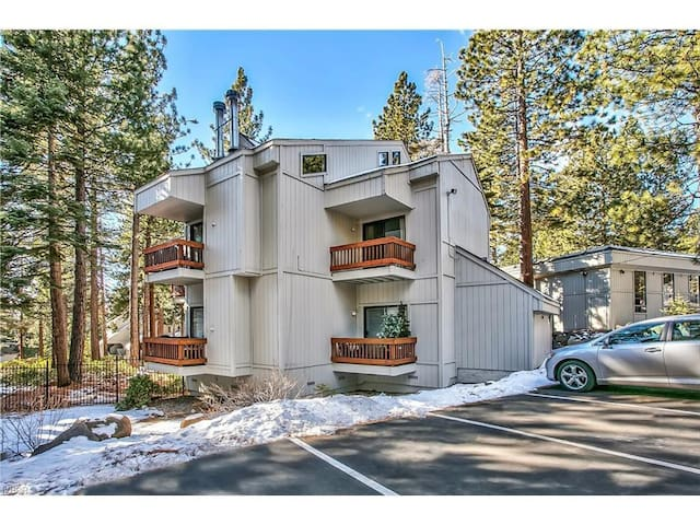 Cozy Condo for 6: Near Lake and Ski Resort - Incline Village