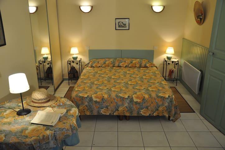 Chambre chez l'habitant 7 kms  PAU - Laroin - Huis