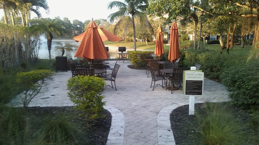 Hidden Gem... many location treasures to be found. - Fort Myers - Apartament