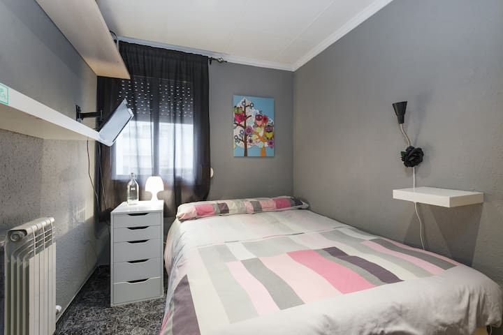 Double Room WiFi/TV/Subway Close - Cornellà de Llobregat - Wohnung