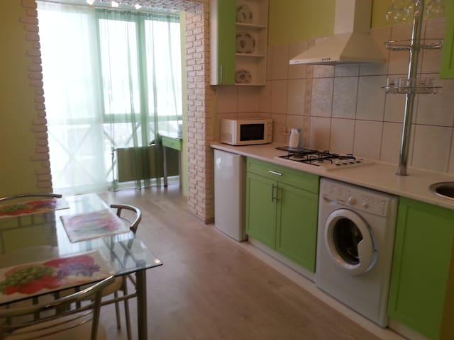 Посуточно! Своя отличная квартира - Petropavlivs'ka Borshchahivka - Lägenhet