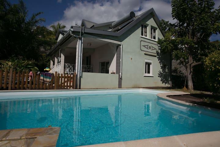 Maison 5 chambres avec Piscine - Plateau-Caillou - Hus