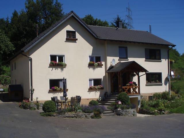 Een gezellige 2 onder 1 kap woning  - Katzwinkel (Sieg) - Annat