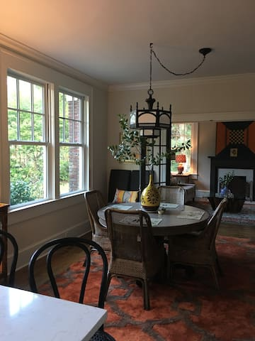 Two Bedrooms in Historic Bungalow - Tupelo - Huis