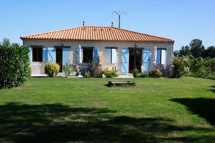 Fransk charme, pool, park, Bordeaux - Reignac - Huis