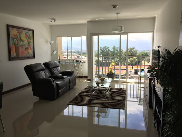 Downtown Condo Penthouse Private Room - Alajuela - Apartamento