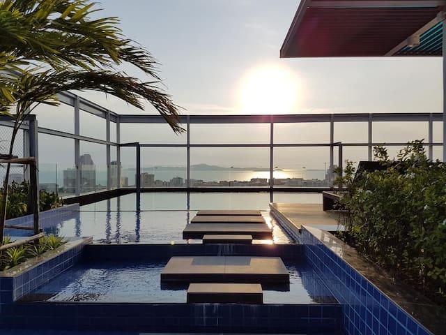 Rooftop swimpool new Boutique Condo Pattaya芭提雅精品公寓 - Pattaya City - Appartement