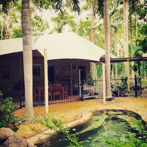 Relax in this tropical retreat - Howard Springs - Villa