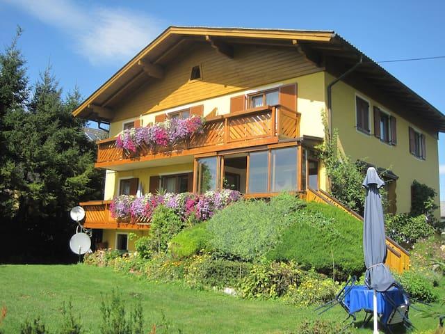 Haus Steiner - idyllisch und ruhig wohnen - Salzbourg - Bed & Breakfast