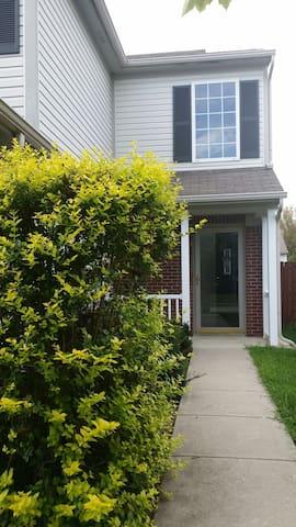 Nice quiet neighborhood & location - Indianapolis - Huis
