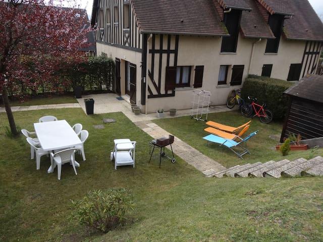 COTTAGE 6 Pers. avec jardin à HOULGATE Normandie - Houlgate - Casa