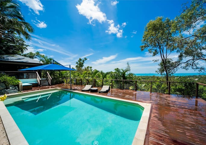 Great Views, 5 B/R Beach house, Pool & Spa - Cannonvale - Casa