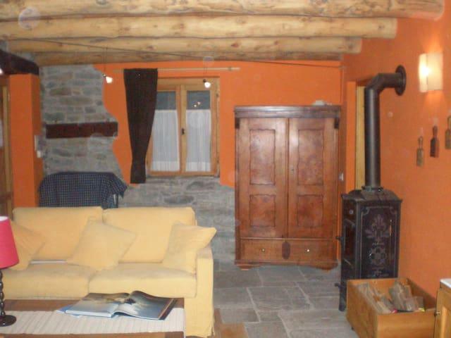 chalet Isolello in legno e pietra - Riva Valdobbia - Cabane