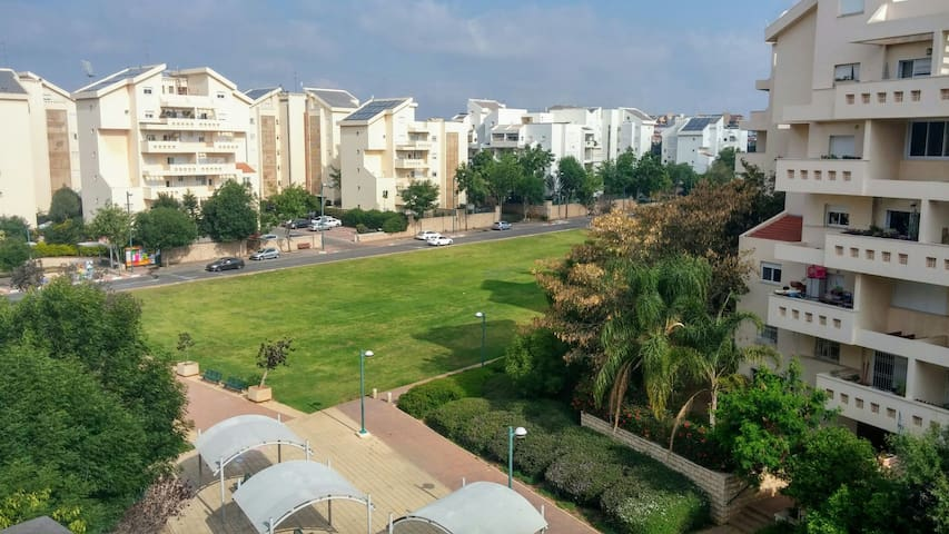 Fantastic and cozy apt with balcony - Kefar Sava - Lägenhet