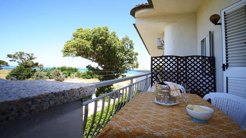 Villa Tigani, direct beach access: Calliope apt - Marina di Davoli - Villa
