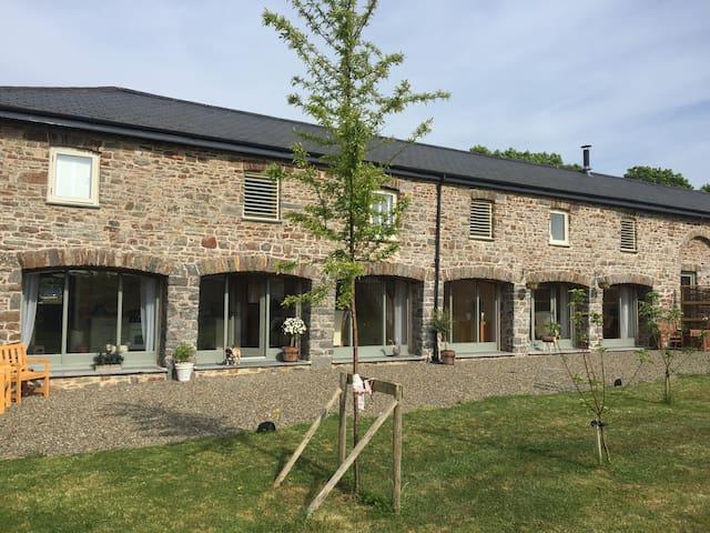 5* 4 Bedroom converted barn conversion - Haverfordwest - Diğer