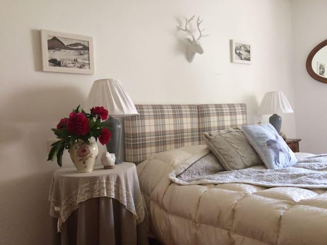 """Tramonto"" down to Brenta Dolomites - Spiazzo - Bed & Breakfast"