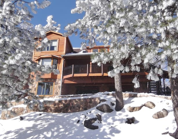 THE RETREAT IS BIGGER & BETTER THAN EVER,SLEEPS 14 - Running Springs