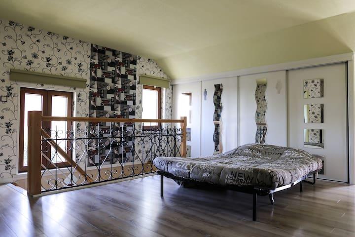 haut d une maison avec lavobo wc - Neuf-Mesnil - Casa