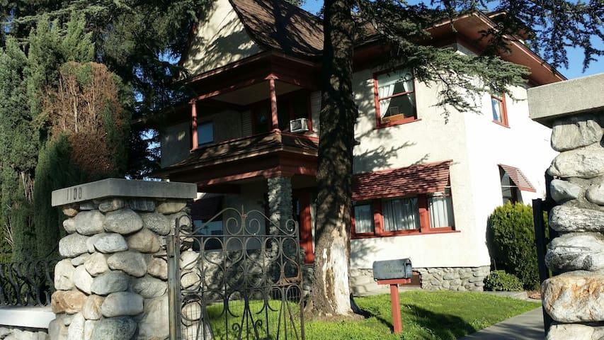 Charming Spacious Victorian House - Pomona - Dům