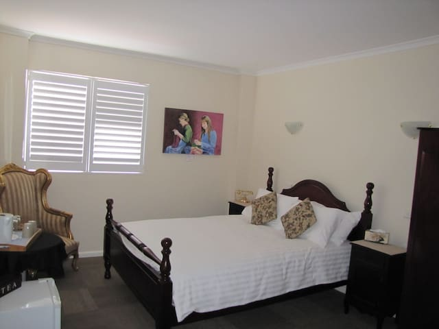 Five cosy rooms available  - Sanctuary Point - Bed & Breakfast