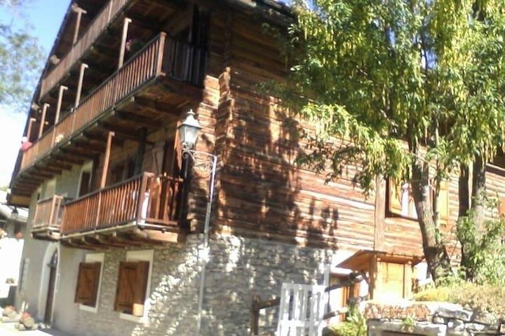 Baita d'epoca soleggiata nel cuore delle Alpi - Sauze di Cesana - Lägenhet