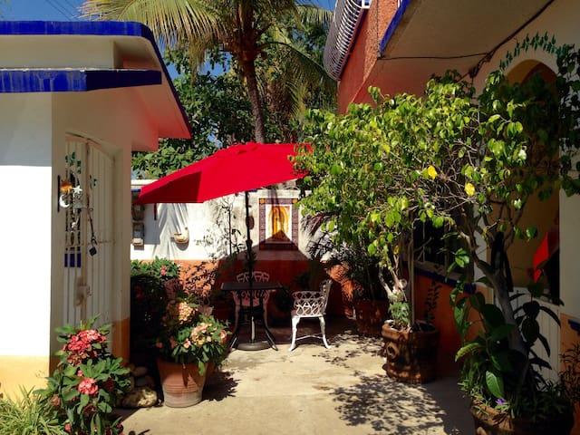 Bright room with private bathroom - Puerto Escondido - Talo