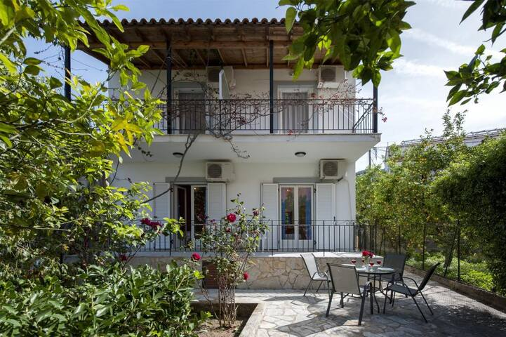 Irini Apartments - Agios Gordios - Casa