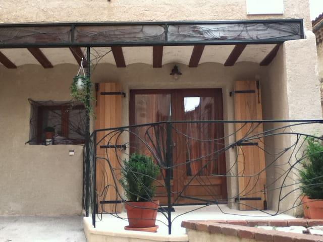 Maison Languedocienne en village - Roujan - Casa