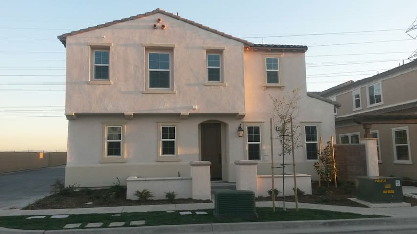 Beautiful Room and New Built Home Updated in Chino - Chino