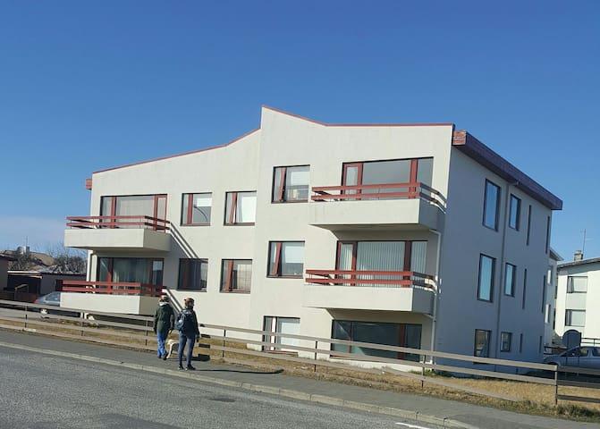 Private room-Family home - Keflavík - アパート