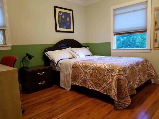 Private room in quiet suburban area w/WIFI - East Northport