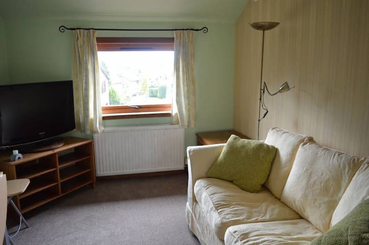 Double bedroom with separate living quarters/WC - Leslie - Appartement