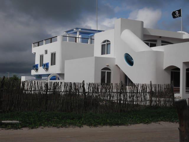 Drake Inn two bedroom family suite - Puerto Villamil - Leilighet