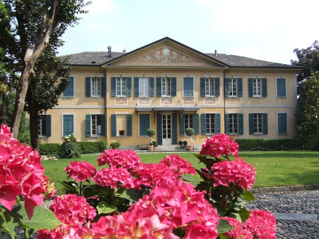 Villa Buttafava - suite Argento - Cassano Magnago - Oda + Kahvaltı