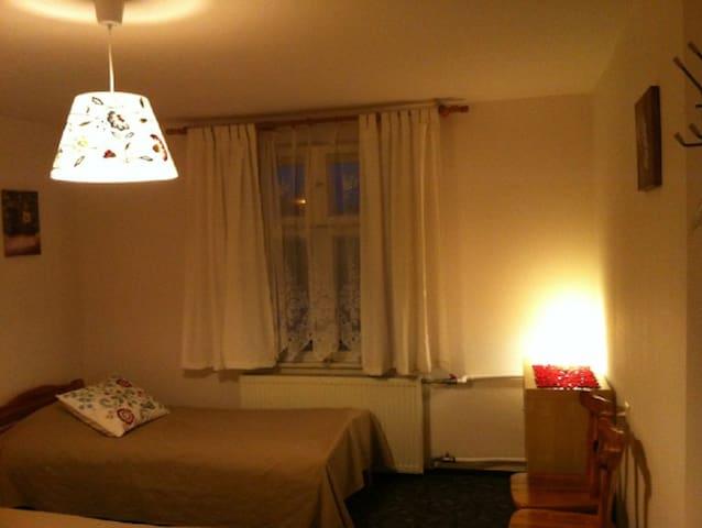 Wygodny, przytulny pokój dla dwojga - Ukta - Huis