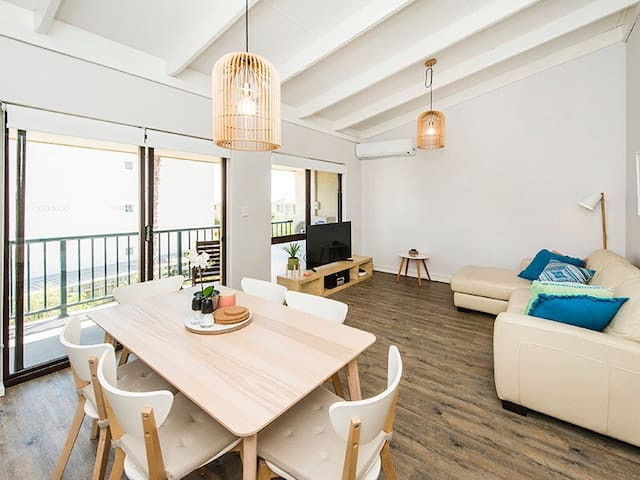 BEACH PAD - Scarborough  - Apartemen